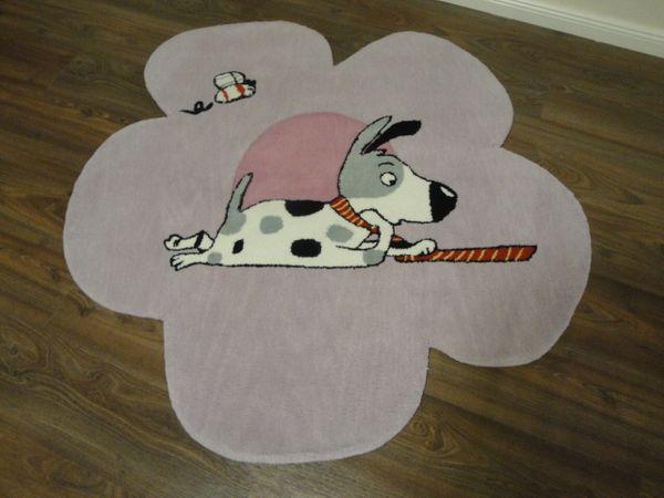 Kinderteppich- Gustav schläft, der Hund 120 x 120 cm Gustav und seine Freunde